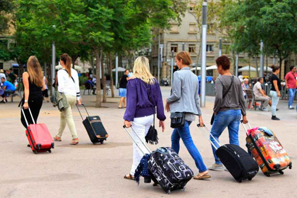 Disminuyen un 24,5 por ciento los viajes de españoles