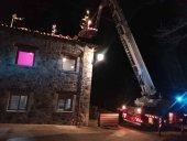 Quince bomberos para sofocar dos incendios simúltaneos