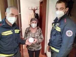 Los bomberos instalan 80 detectores de humo