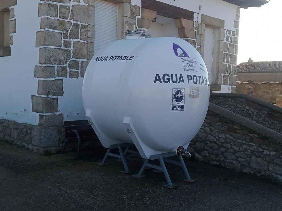 Los camiones cisterna suministran 1,2 millones de litros de agua