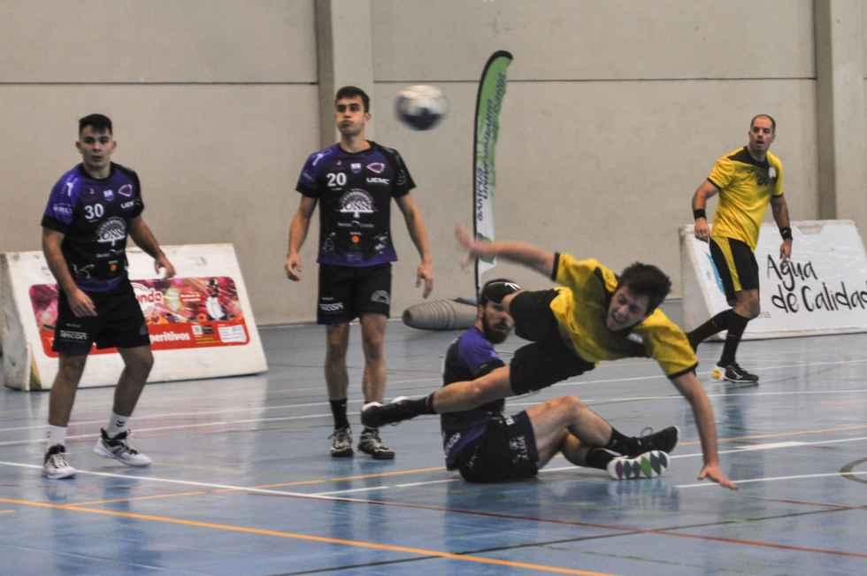 El BM Soria juega en Santoña