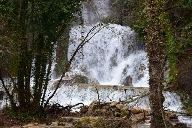 El espectáculo de la cascada de la Toba - fotos