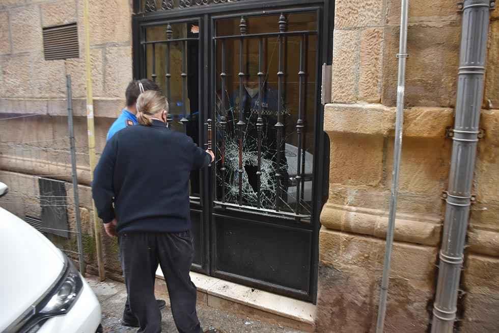 Rotura de cristal en comunidad de calle Zapatería