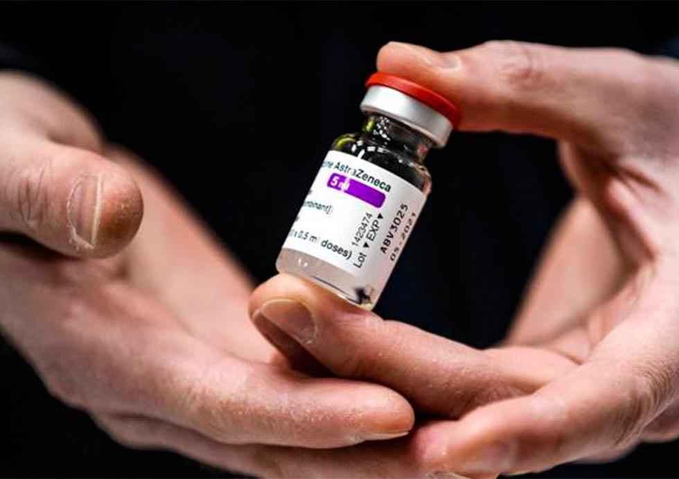 Dos casos con posibles efectos adversos con vacuna AstraZéneca