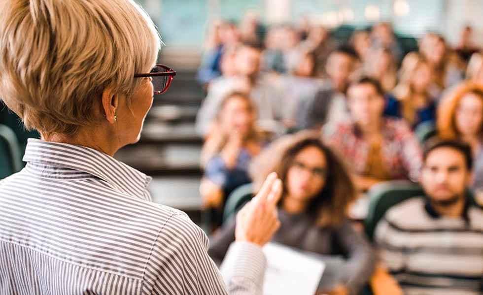 CSIF echa en falta estrategia de vacunación en docentes