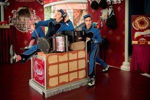"""""""A su servicio"""", humor, circo y magia en Camaretas"""