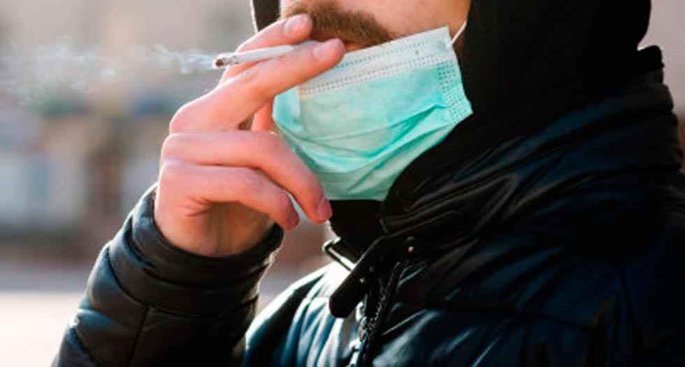 Sanidad sopesa prohibir fumar en las terrazas