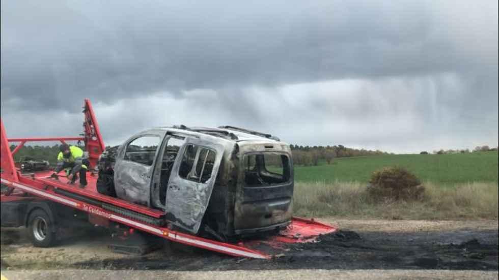 Calcinada furgoneta tras atropello de corzo