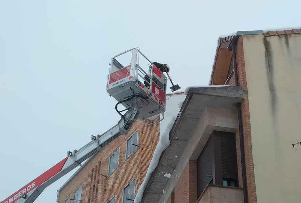 El PSOE exige agilizar los parques de bomberos