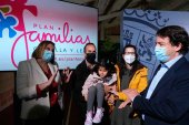 Mañueco compromete máximo apoyo a las familias