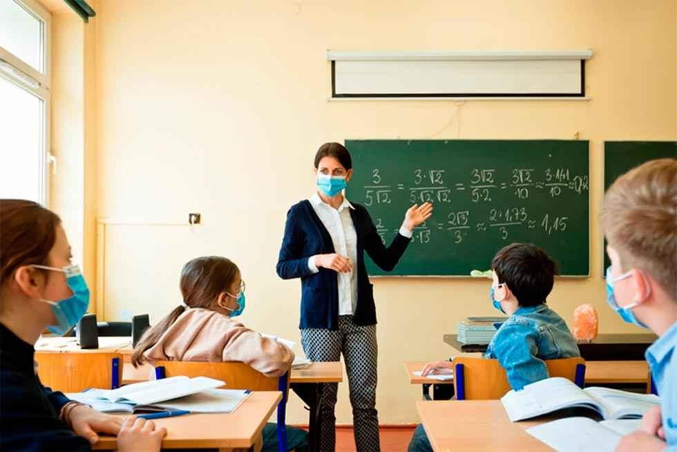 Los sindicatos acusan a Educación de castigar a sus profesores