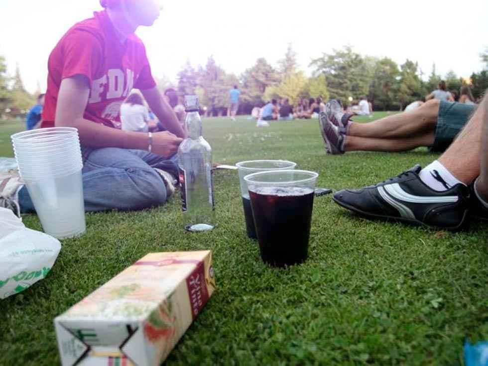44 sanciones por consumir bebidas en la calle