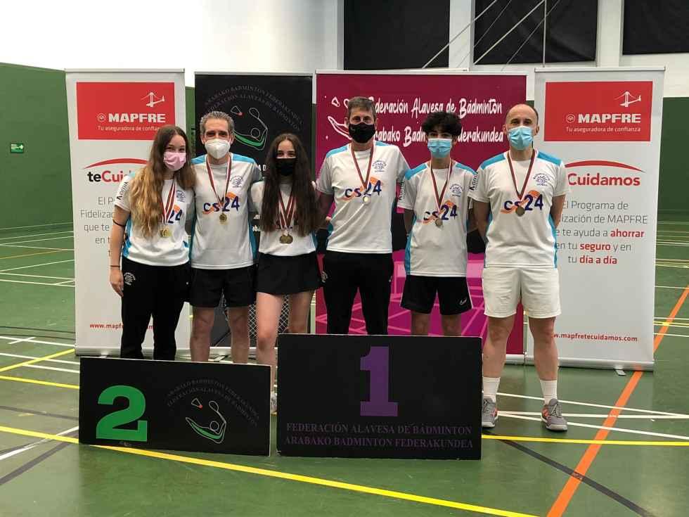 Ocho medallas en Vitoria del Club Bádminton Soria
