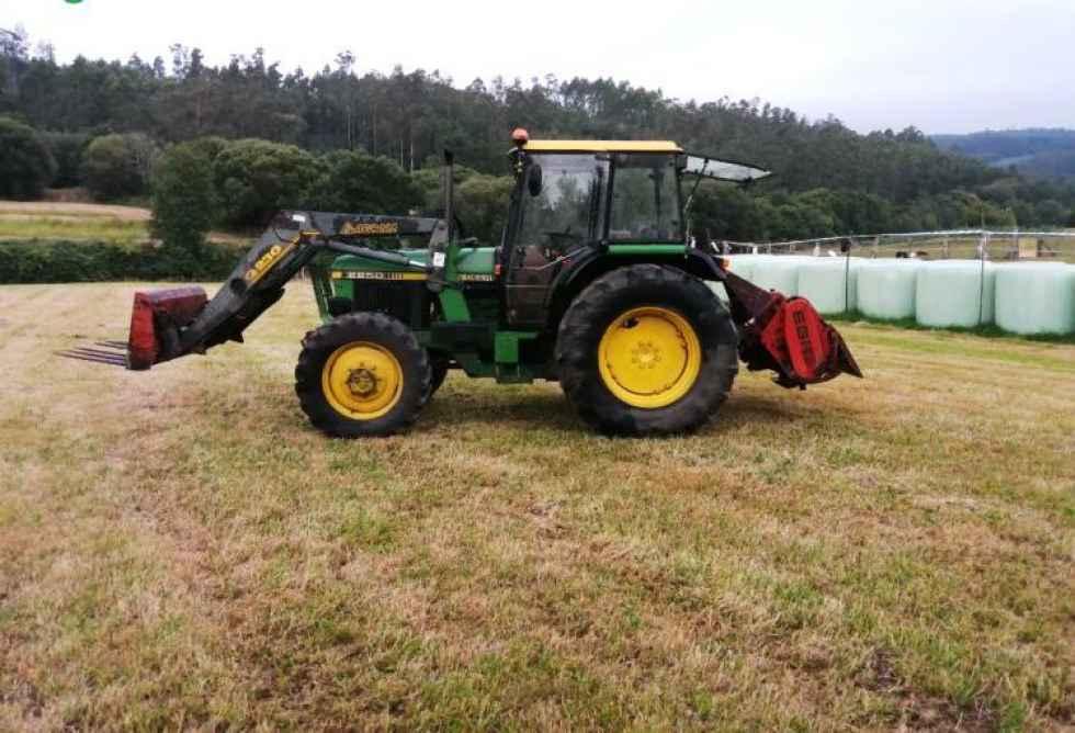 Fallece un anciano tras volcar tractor