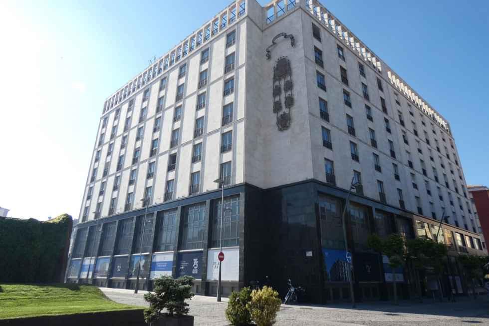 Cs pide paralizar licencia de edificio Plaza
