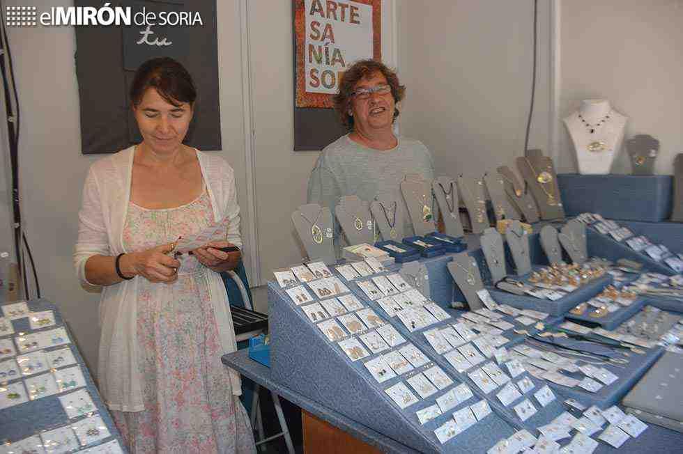 Diecisiete artesanos muestran sus productos