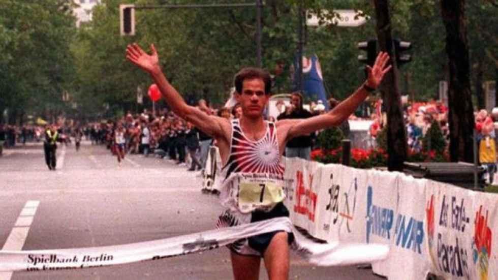 Antón recuerda 25 aniversario de maratón de Berlín