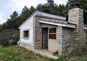 Arreglo de refugios en reserva de caza de Urbión