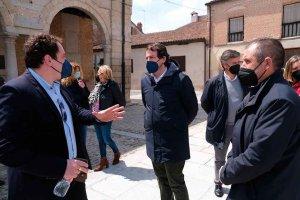 Mañueco pide a Sánchez que rectifice con mascarillas