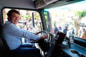 Mañueco pide transición tranquila al coche eléctrico