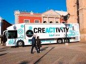 El autobús Creactivity fomenta creatividad entre escolares