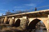 Ampliación del área peatonal del puente de Garray