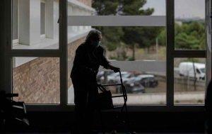 UGT: los brotes en residencias apuntan relajamiento