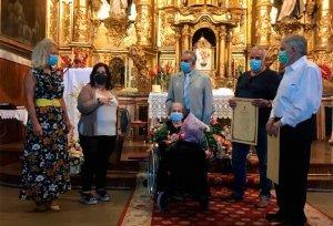 Almarza reconoce a su centenaria Agustina Asenjo