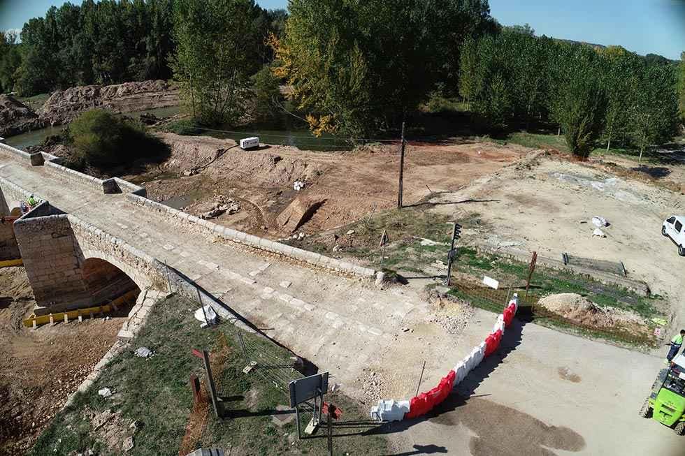 Corte de carretera en puente de Langa de Duero
