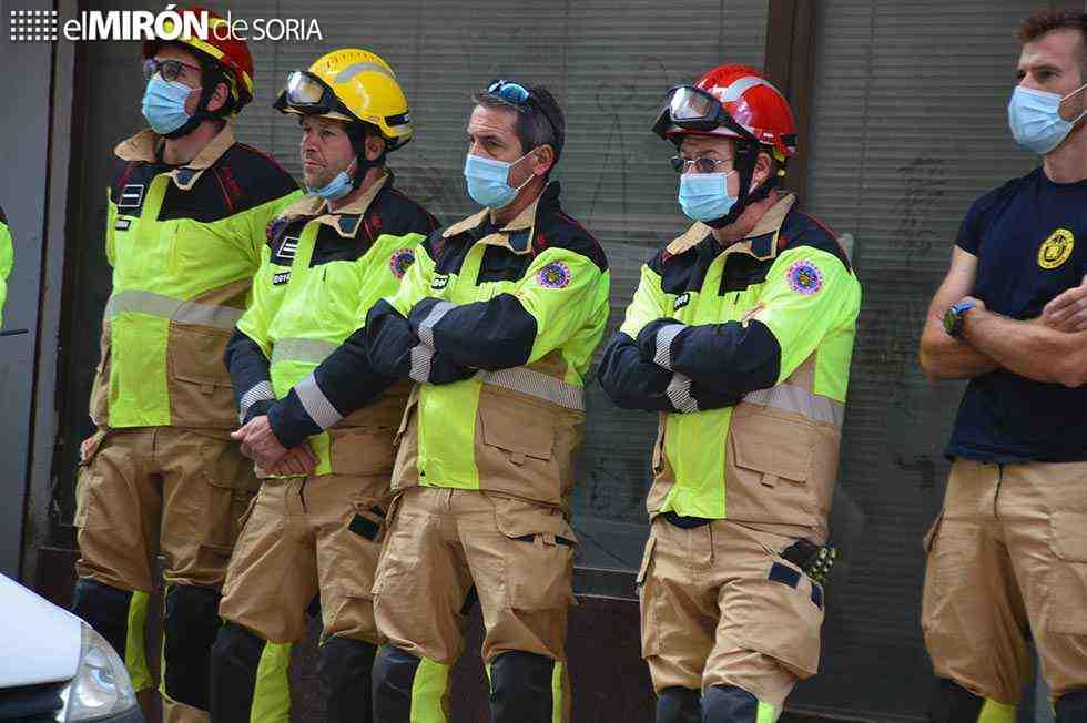 Los bomberos se ejercitan con autoescala