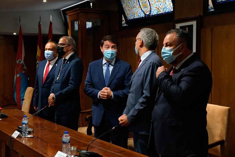 Mañueco llama a todos a acordar reforma sanitaria