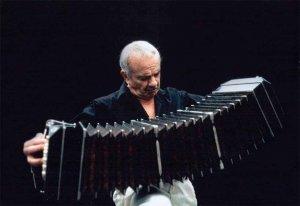 La OSCyL homenajea a Astor Piazzolla