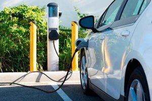Punto de recargas de vehículos eléctricos en el CEDER