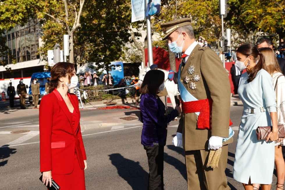 Los Reyes presiden el homenaje a la Bandera
