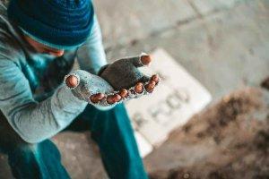 IU muestra preocupación por aumento de pobreza