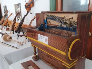 Exposición sobre instrumentos de la tradición musical